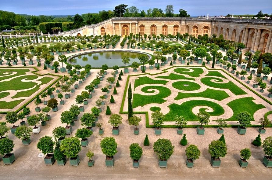 Orangerie de versailles vue sur les parterres le bassin for Jardin orangerie