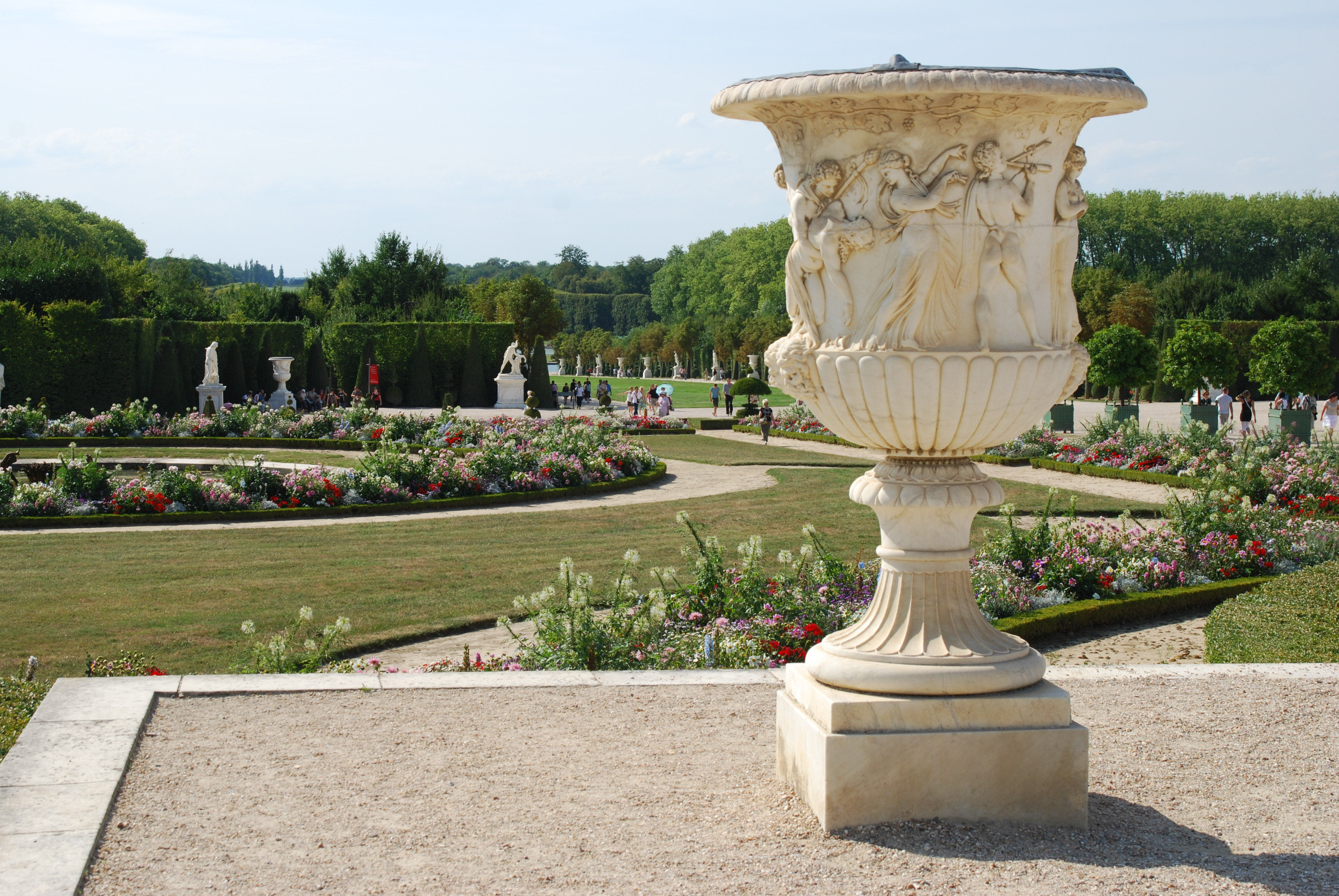 Jardins de versailles vase de pierre andr le n tre for Jardin versailles