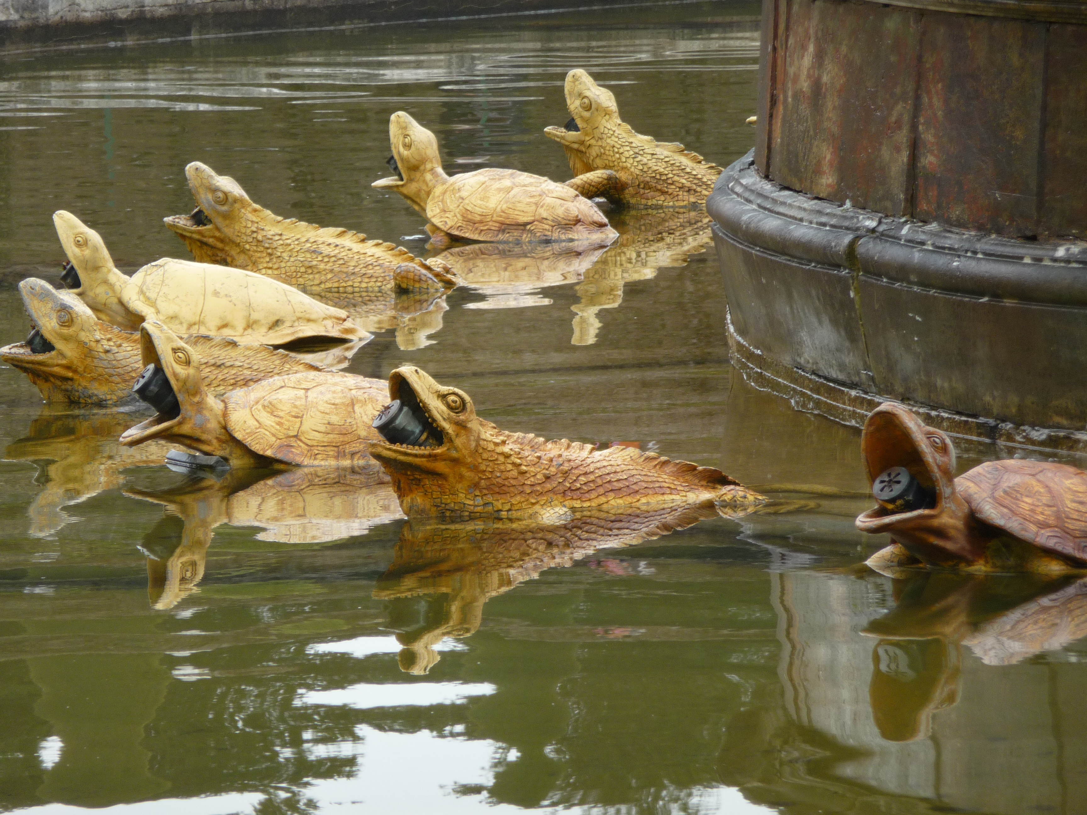 Bassin de Latone, petit parc de Versailles : vue rapprochée des ...