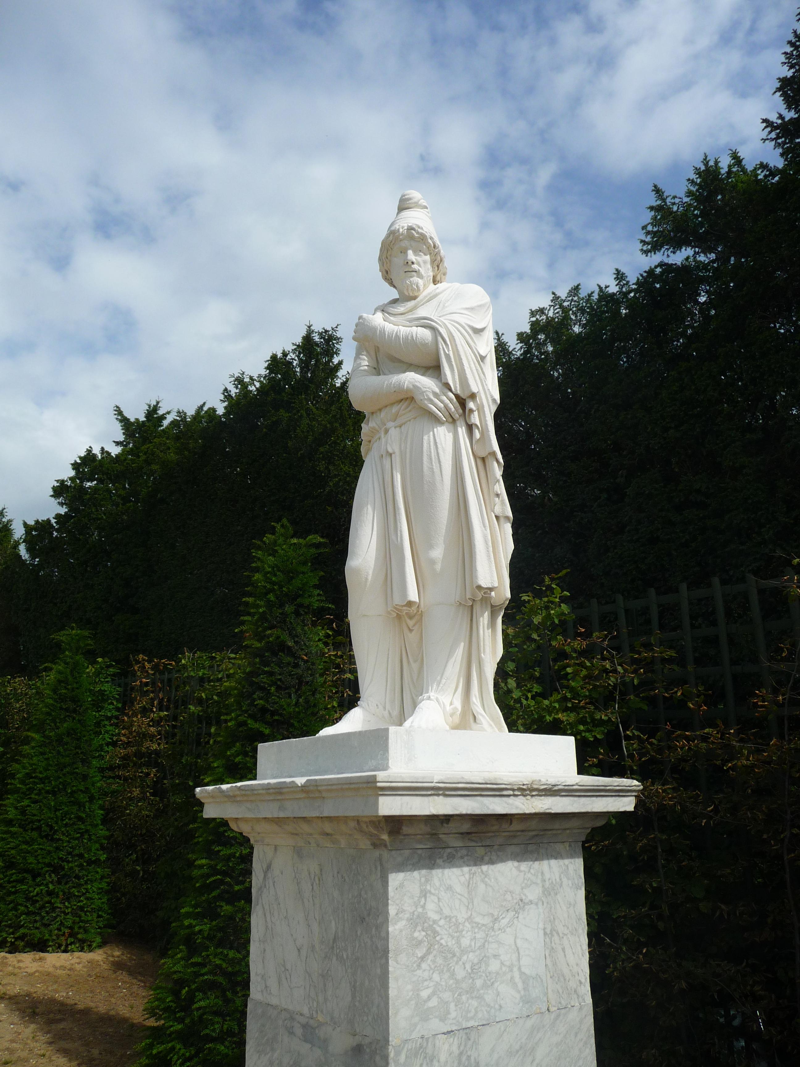 Statue de tiridate par andr 1687 rampe du midi for Jardin a la francaise versailles