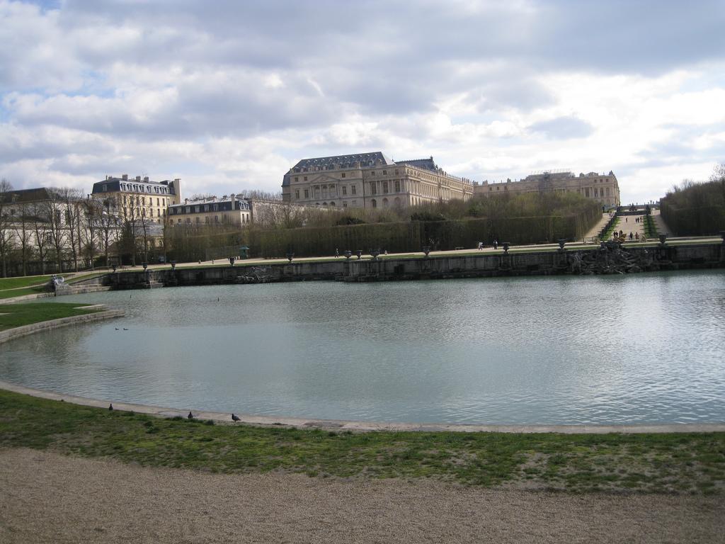 Bassin de neptune jardins de versailles vue sur le bassin et l all e d eau en automne et par - Bassin en cuivre versailles ...