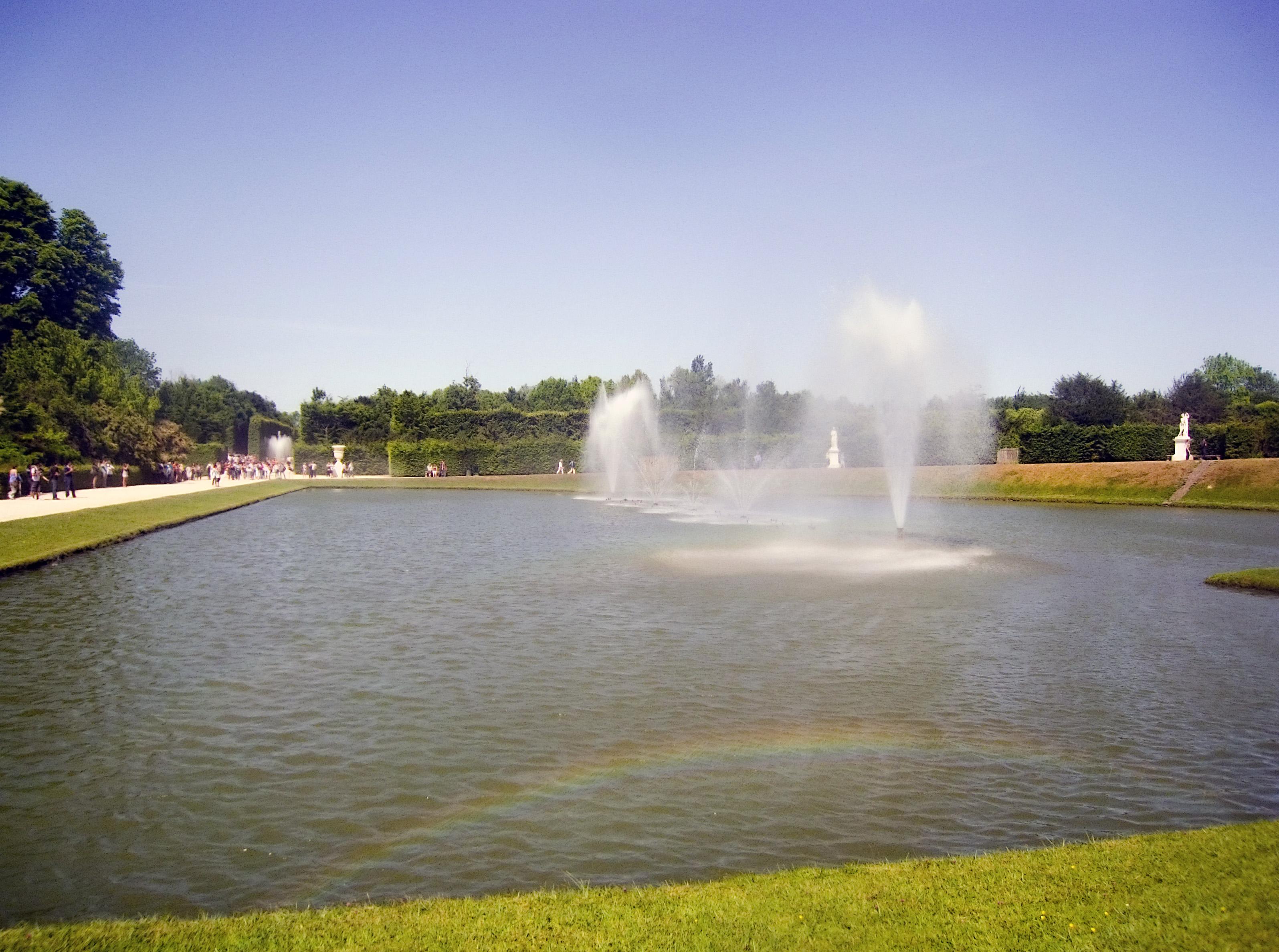 Bassin du miroir jardins de versailles vue loign e des for Bassin miroir