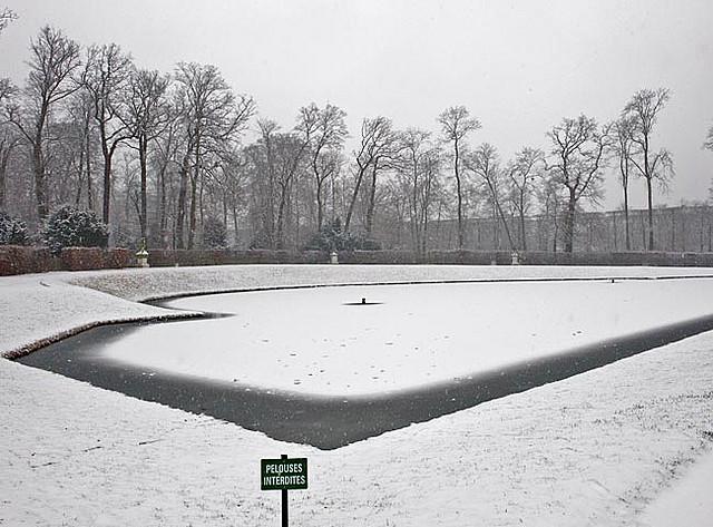 Bassin du miroir jardins de versailles sous la neige for Bassin miroir