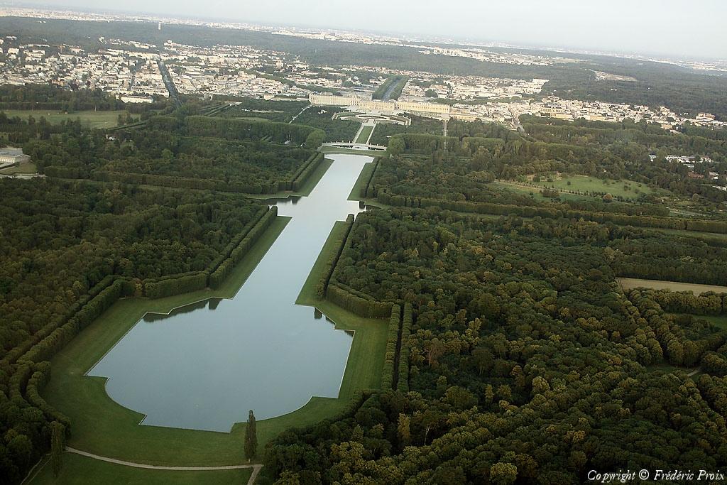 Vue a rienne du grand canal jardins de versailles ville for Piscine versailles