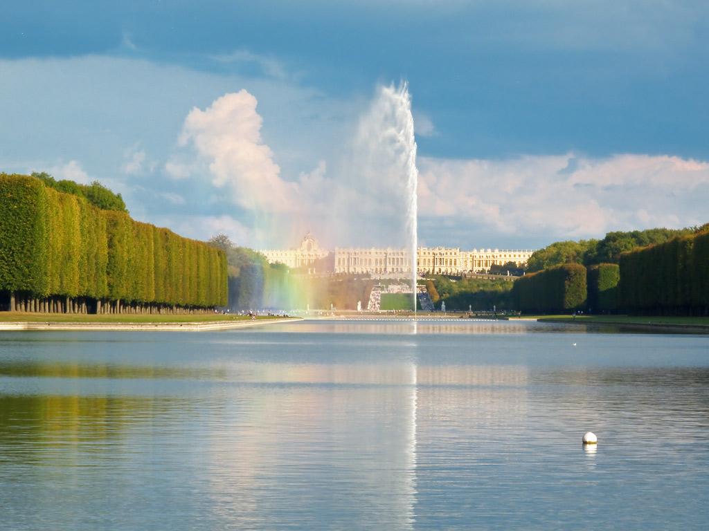 Grand canal, jardins de Versailles : Jet d\'Eau de l\'Artiste ...