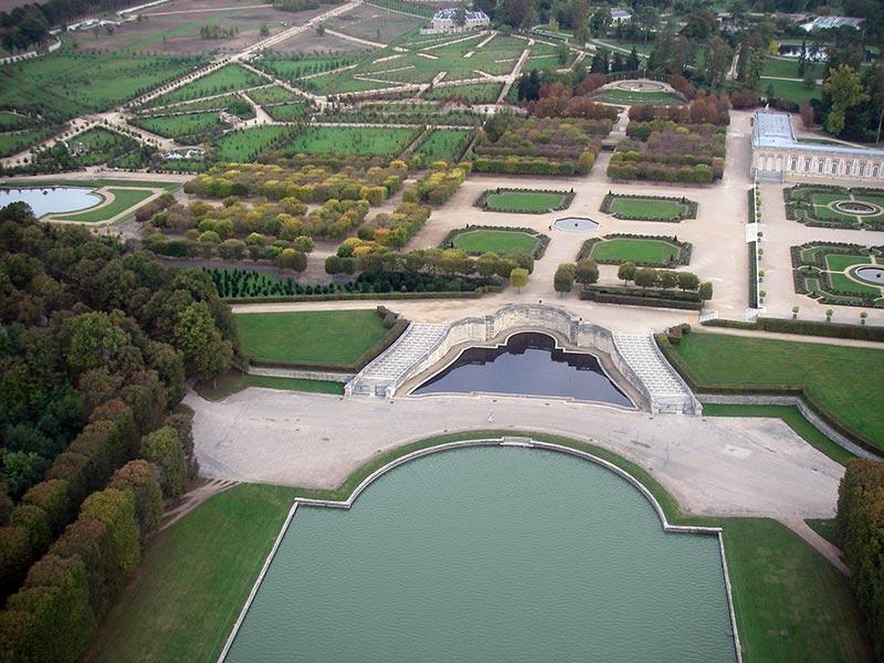 Grand trianon jardins de versailles vue a rienne des for Jardin anglais du petit trianon