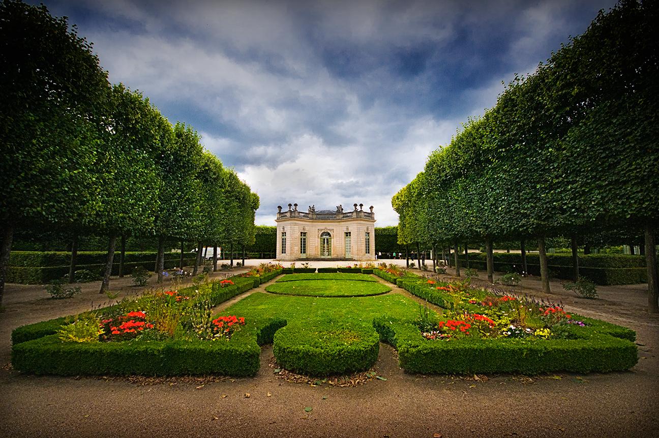 Pavillon fran ais aux beaux jours jardin la fran aise for Jardin a la francaise versailles