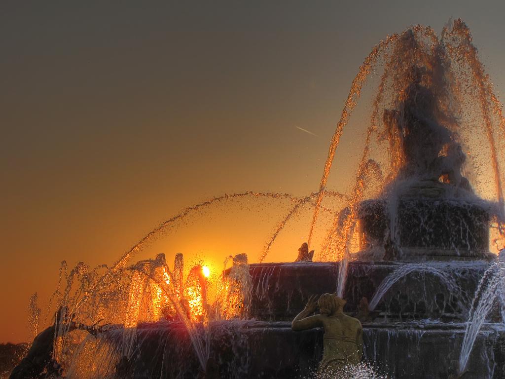 Bassin de Latone, jardins de Versailles : grandes eaux nocturnes – André Le  Nôtre