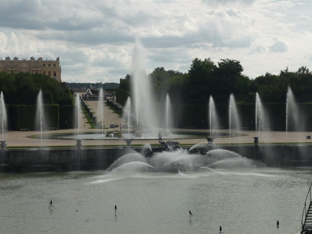 Bassin de neptune jardins de versailles vue d ensemble - Saint cyprien les jardins de neptune ...