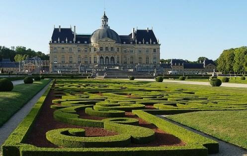 Vaux le vicomte et andr le n tre page en construction for Boulingrin jardin