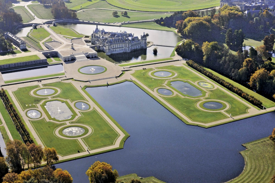 Parc de Chantilly : vue aérienne du grand parterre (six ...