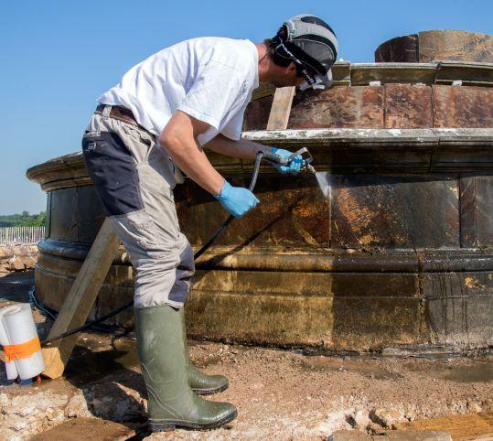 Restauration du bassin de latone jardin de versailles nettoyage des marbres andr le n tre - Bassin de jardin nettoyage ...