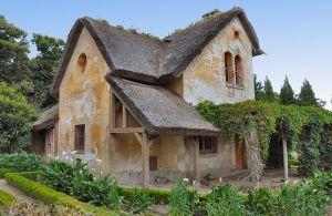 800px-Maison_du_garde_au_Hameau_de_la_Reine_(1)