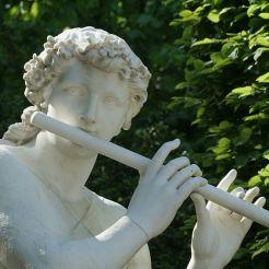 Statue d'Acis jouant de la flûte