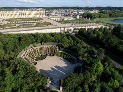 800px-Vue_aérienne_du_domaine_de_Versailles_par_ToucanWings_-_Creative_Commons_By_Sa_3.0_-_067