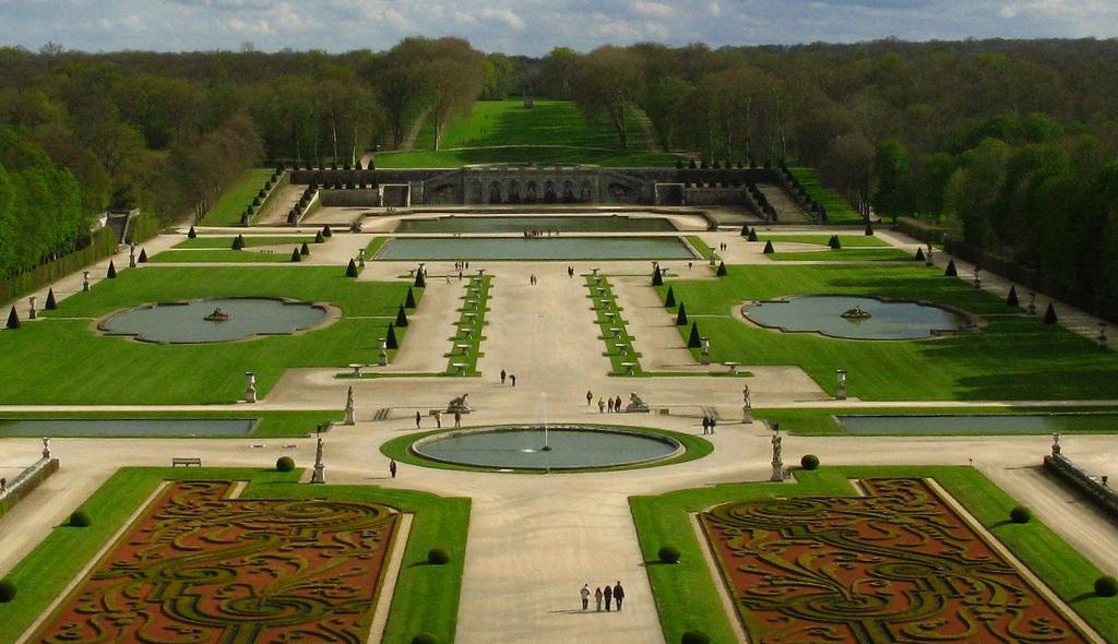 Boulingrin des jardins de vaux le vicomte s lection des for Boulingrin jardin