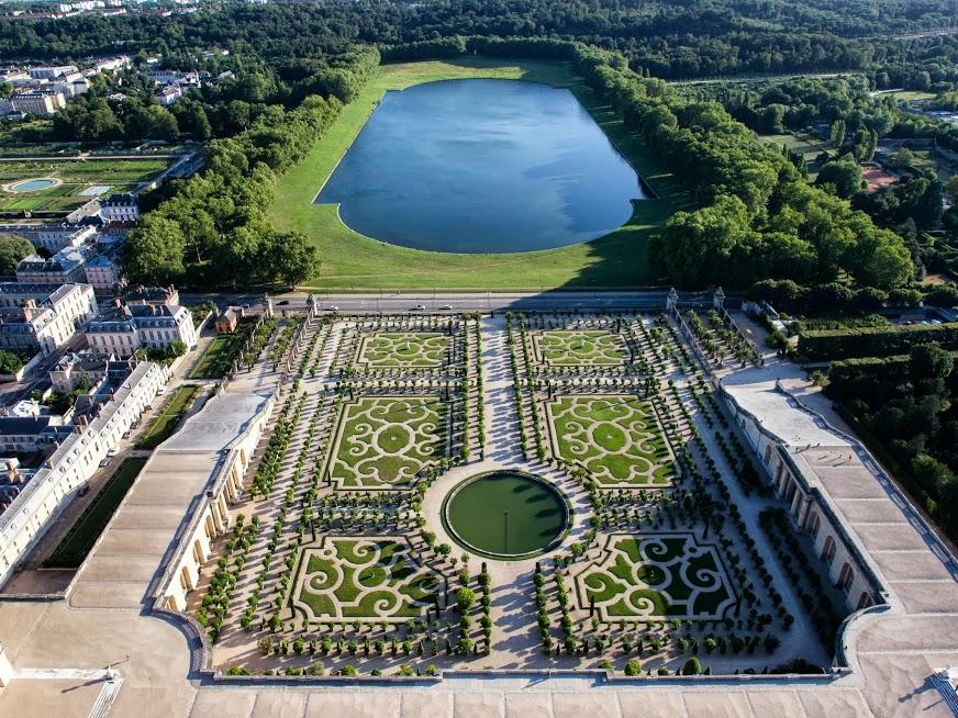 Parterres De L Orangerie Et Piece D Eau Des Suisses Jardins De
