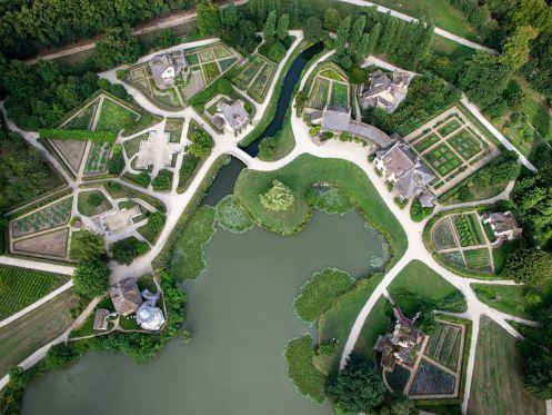 http-::andrelenotre.com:2013:11:01:vue-aerienne-du-hameau-de-la-reine-jardins-de-versailles: