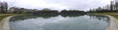 1920px-Bassin_de_Neptune_-_Parc_du_Château_de_Versailles_-_11_mars_2011_-_P1050660-P1050665