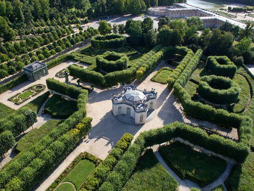 Vues a riennes des jardins du petit trianon et du hameau for Jardin anglais du petit trianon