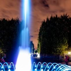 Grandes Eaux noctures - Jardin de Versailles : fontaine colorée