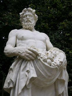 450px-Statue_-_Archimole_dit_Bacchus_-_(1655-1660)_-_Nicolas_Poussin_-_(1594-1665)_-_MR_1976_-_Bosquet_de_la_Girandole_-_Versailles_-_P1180183