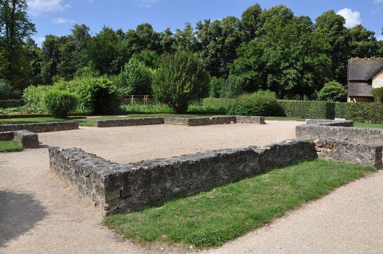 1024px-Grange_du_hameau_de_la_Reine
