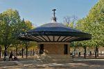 1024px-Jardin_du_Luxembourg_abri_des_surveillants