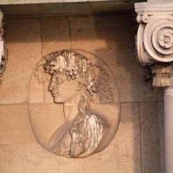 Buste d'un jeune homme – Bacchus, Corps Central