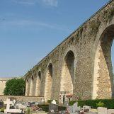 Tour du Levant de l'aqueduc de Louveciennes. Un réservoir à son sommet recueillait l'eau des pompes de Marly