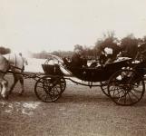 Visite du Bey de Tunis Sidi Mohamed Ben Hadj, ici avec et le président de la République Emile Loubet, devant les bassins du Parterre d'eau, 1904
