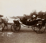 Visite du roi des Belges, ci-dessus au hameau de la Reine avec le Président Fallières, en 1912