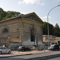 Bâtiment Charles X àBougivalquiabritait la machine à vapeur, dite pompe à feu mise en place en 1825