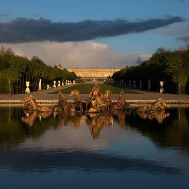 Vue sur le château depuis le bassin d'Apollon