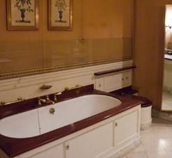 ancien secrétariat du Roi, devenu salle de bains de la dame de compagnie de l'épouse du chef d'État étranger