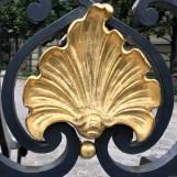 Un exemple de peinture dorée : Grille de l'Hôtel Marcel Dassault, Paris 8