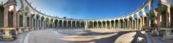 où l'on fera le tour pour considérer les colonnes, les ceintres, les bas reliefs et les bassins.