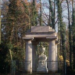 Cénotaphe de Cook - érigé en 1786 ; arch. : Hubert Robert ; sculpteur : Augustin Pajou